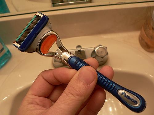 Afeitado diario eficiente ahorra energía